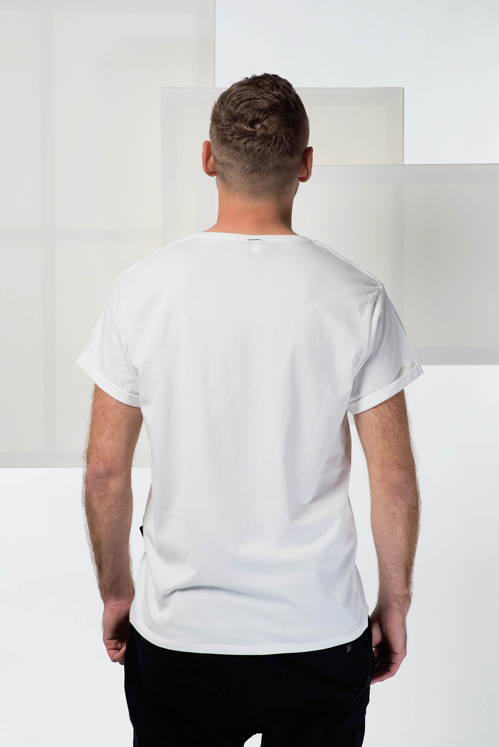 t-shirt for men Be social white