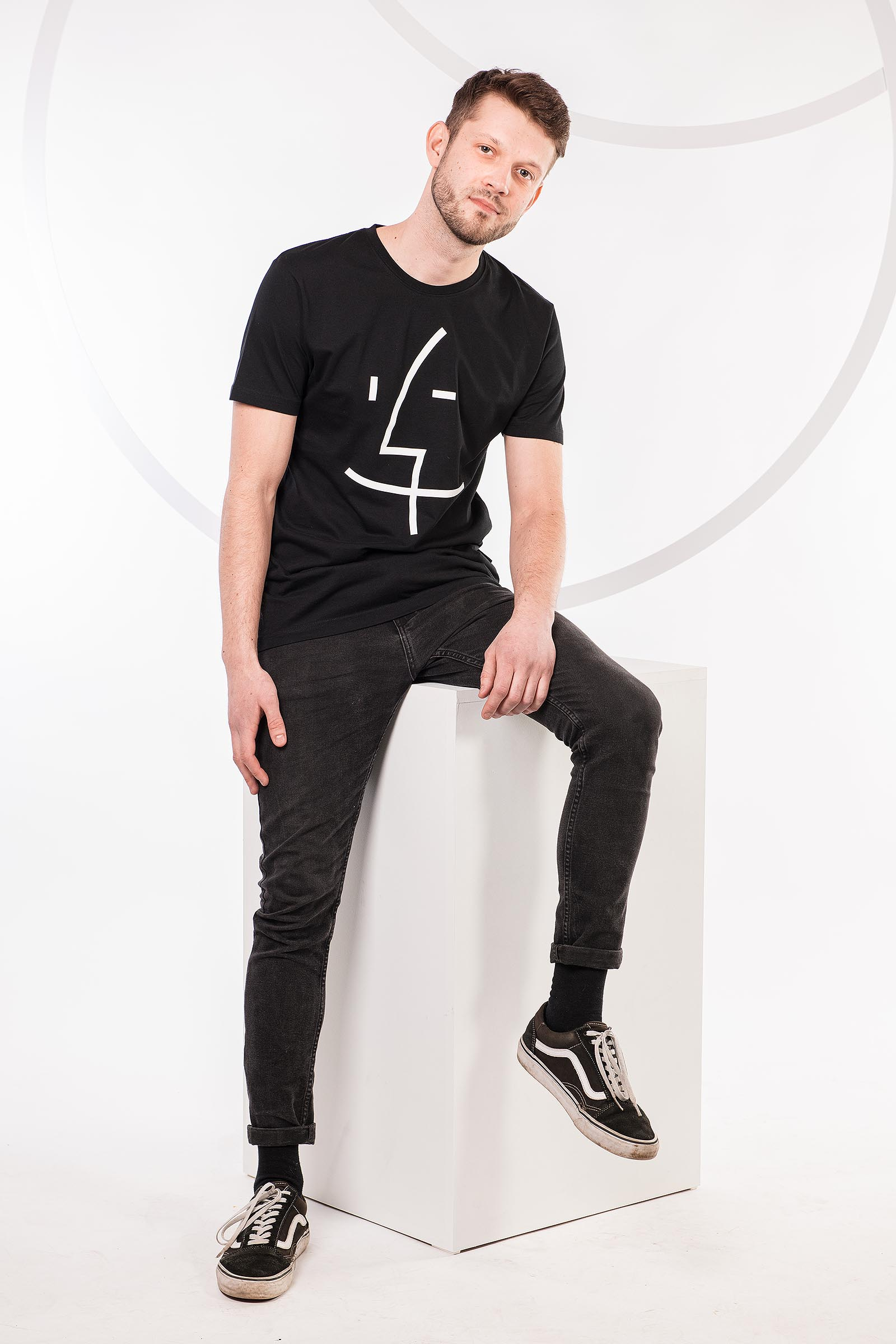 t-shirt for men Finder black