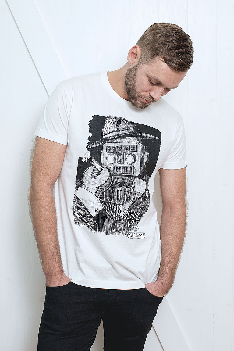 t-shirt for men Smoking robot white