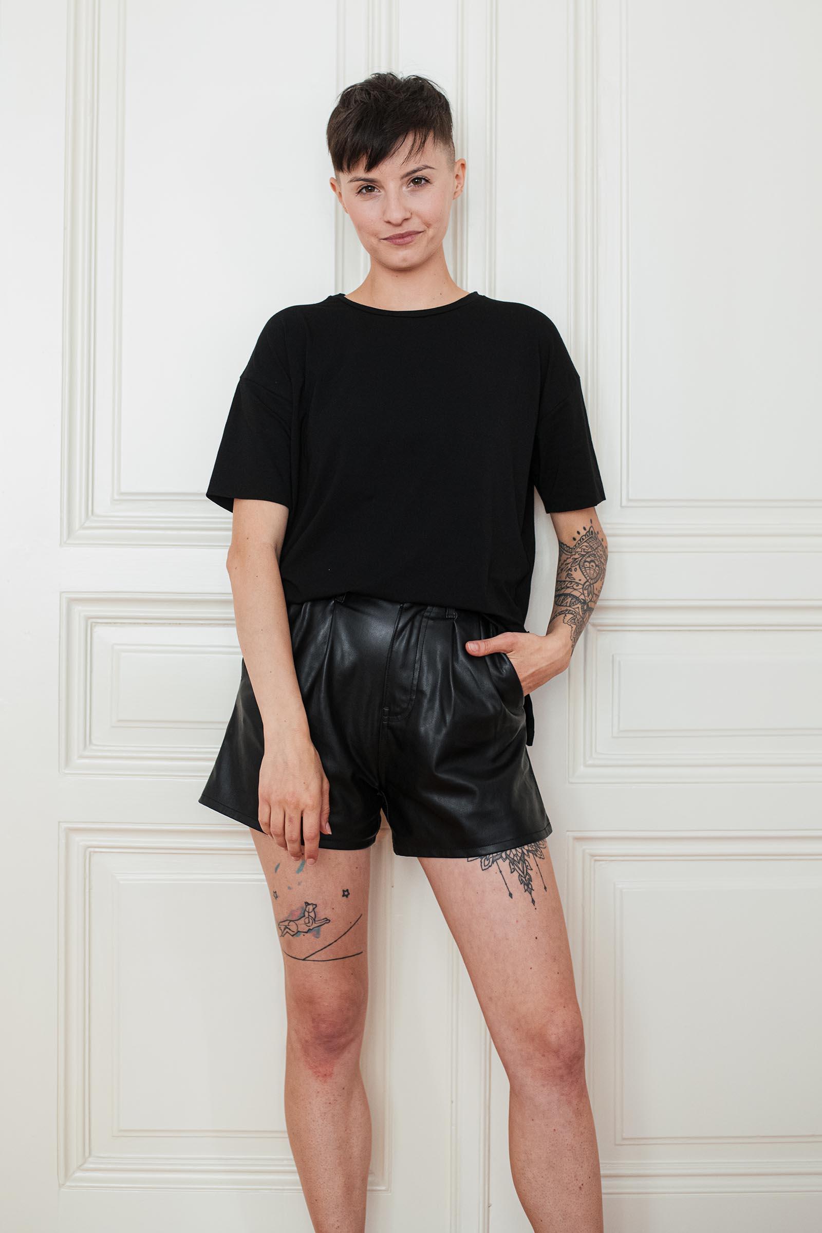 trička a košile Tori černá