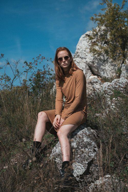 Šaty a sukně Penea camel
