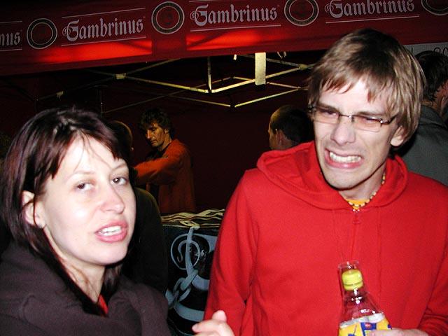 Judyna a Smiley, který asi vypil něco, co mu nesedlo