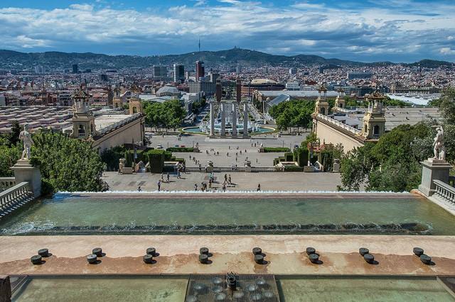 Pohled dolů od Muzea katalánského umění