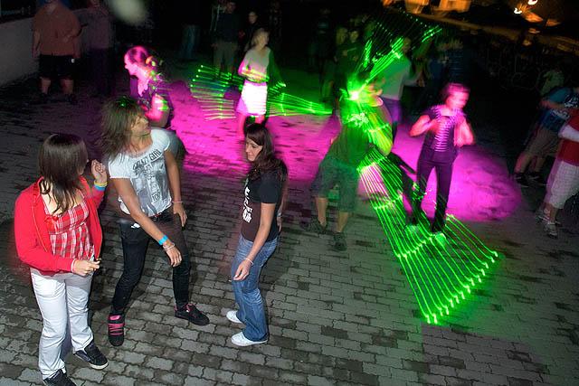 Holky tančí
