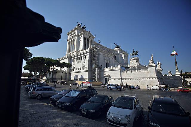 Orientační bod - památník prvního italského Krále. Celkem kýčařinka