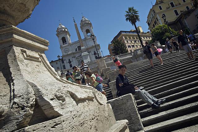 Španělské schody. Bedekr navádí k posezení na nich. Nebyl vůbec žádný důvod v tom horku lapět na schodech a odmítat Indy, kteří vám stále něco nabízeli