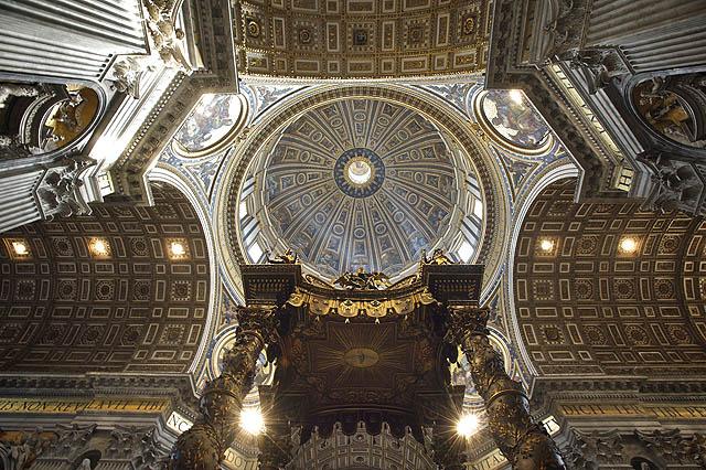 No a majstrštyk od Michelangela. Ohromná kopule vysoká 119m