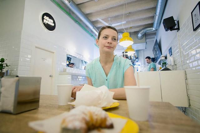 Objev fantastické kavárny a pekárny. Majitel grafický designer, co si místo sezení u kompu, otevřel s mamkou tenhle podnik a pečou ty nejlepší muffiny a crossianty v celé Barceloně